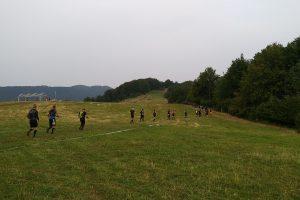 Pole pretekárov v okolí hornej stanice lanovky