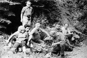 Značkári a HS, prekladanie chodníka na ch. p. Borišovom, 1973